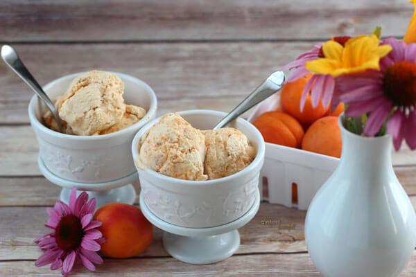 Seasonal Fresh Apricot Ice Cream. The perfect summer treat. from #DietersDownfall.com